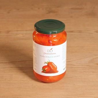 Pomodori pelati salsati con foglia di basilico
